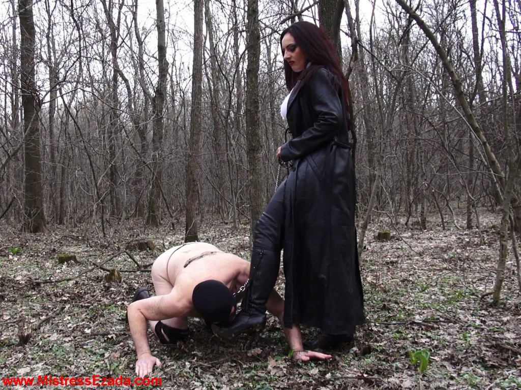 Mistress Ezada having her muddy boots cleaned