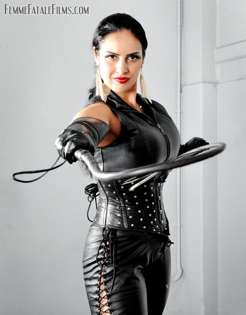 Mistress Ezada Sinn whip
