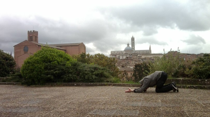 Waiting position in front of Sienna Cathedrale - Italy