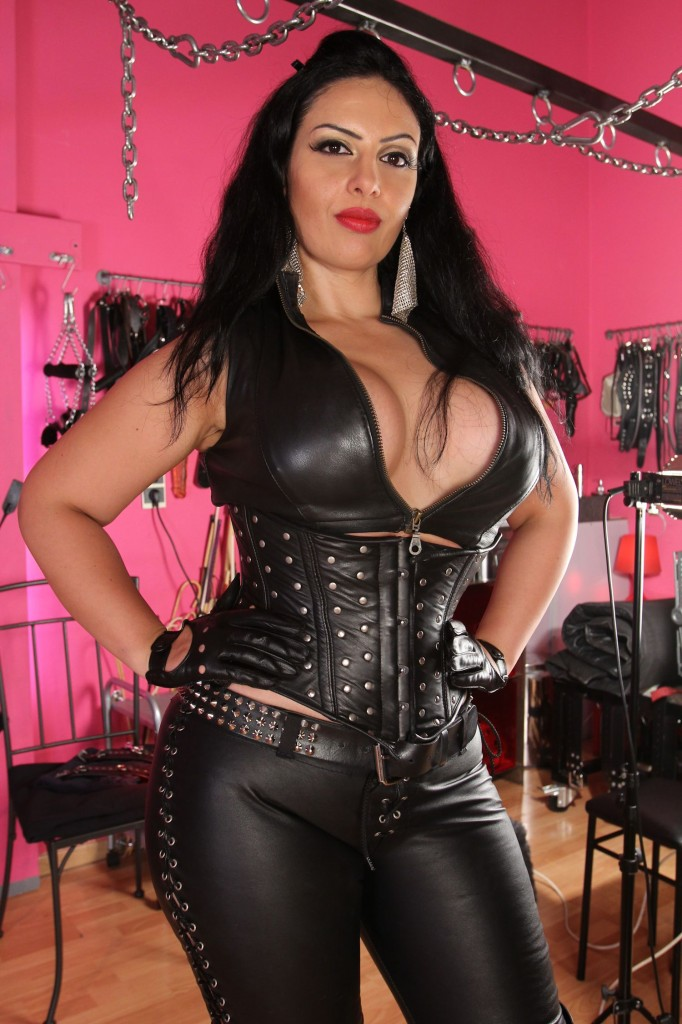Mistress Ezada Sinn in leather