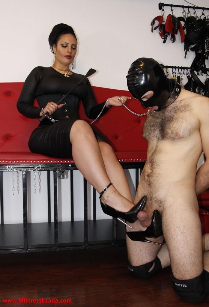 Rough shoe job - Dominatrix Ezada Sinn Europe