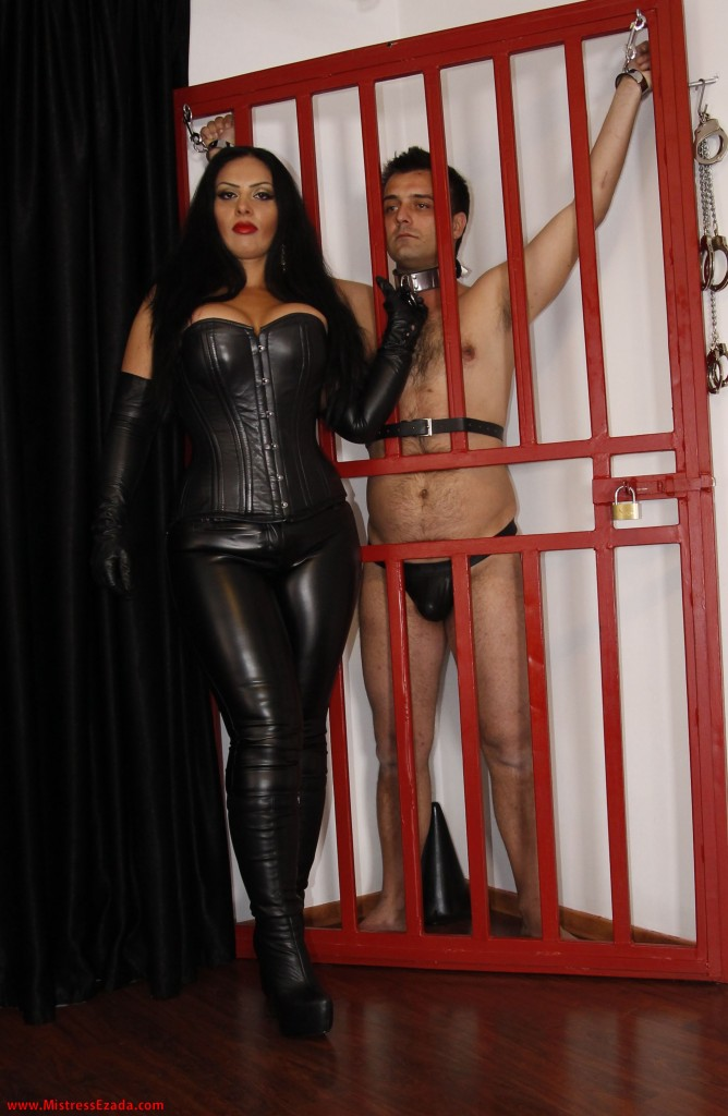 Domina Ezada Sinn Romania UK femdom retreat
