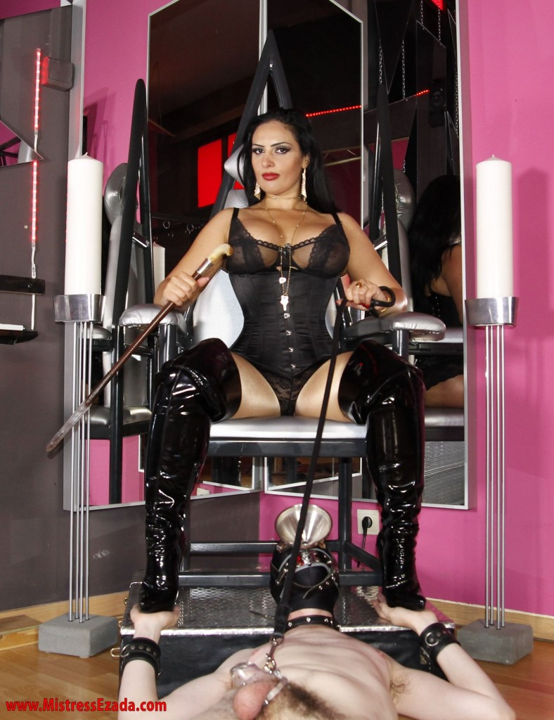 Mistress Ezada rules female supremacy
