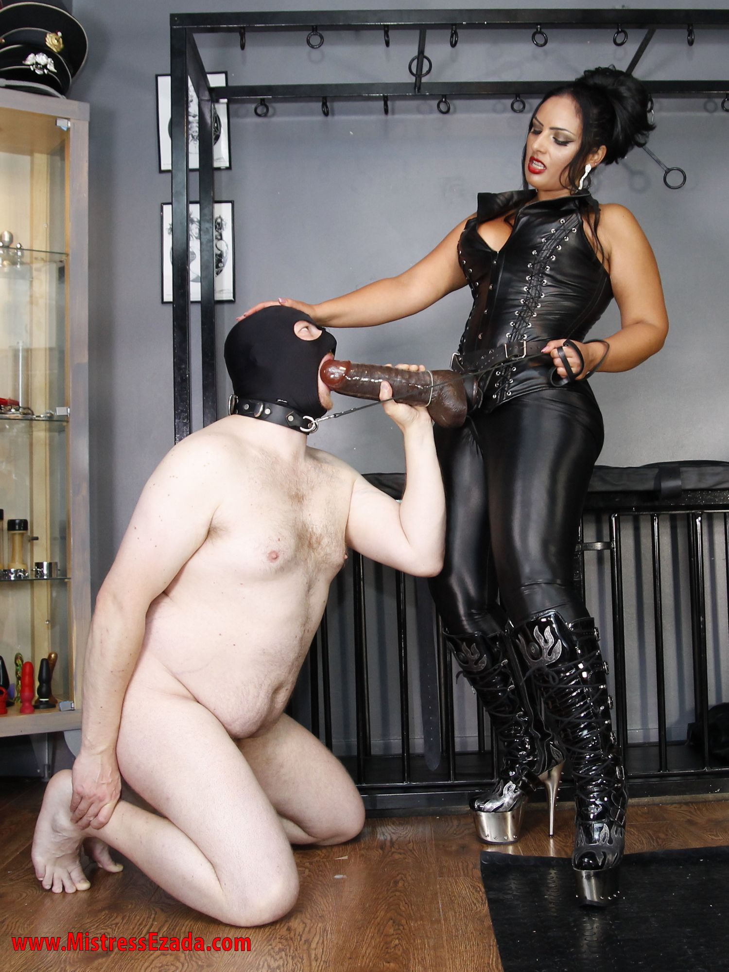 Bdsm collar wearing femdom stories