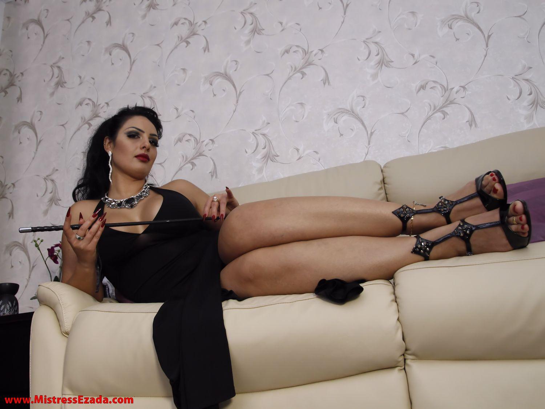 Goddess Ezada Sinn crop feet