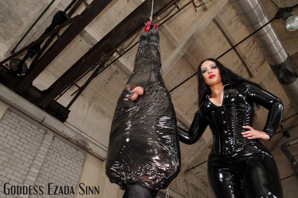 Hanging out with Goddess Ezada Sinn