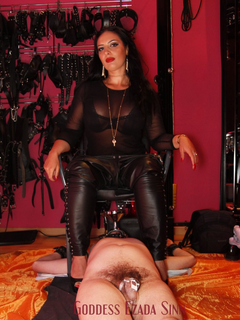 Mistress Ezada Sinn full toilet training femdom