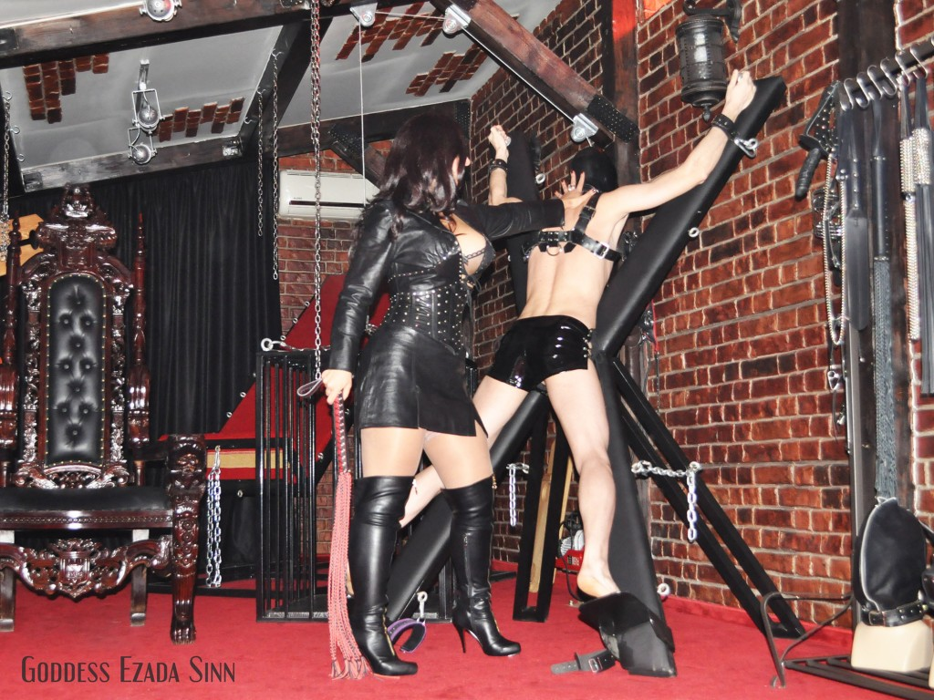 Mistress Ezada Sinn leather whipping training