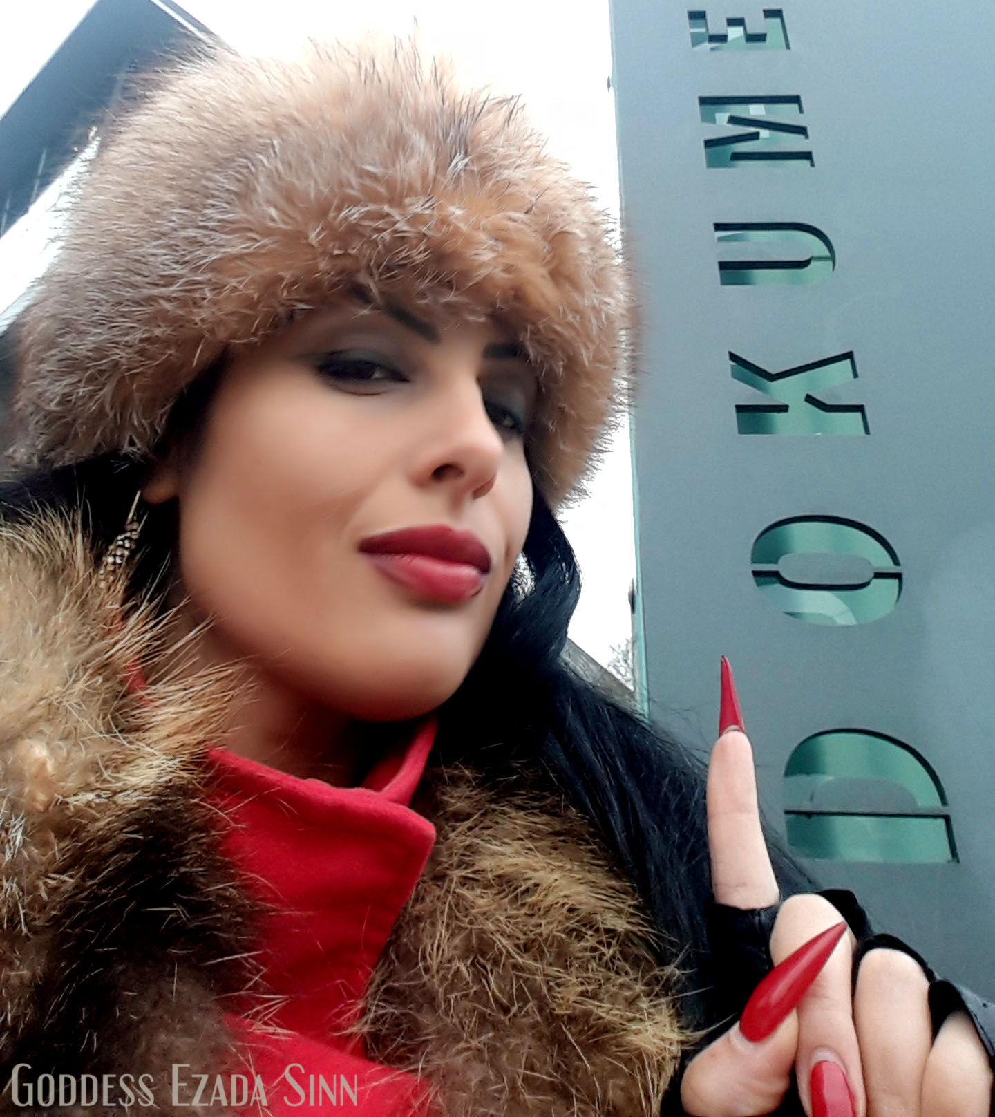 Goddess Ezada Sinn fur scam fake profile email address sessions