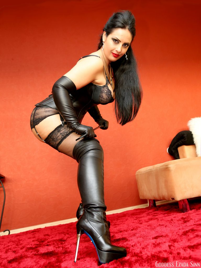 Goddess Ezada Sinn Loriblu streatch leather boots
