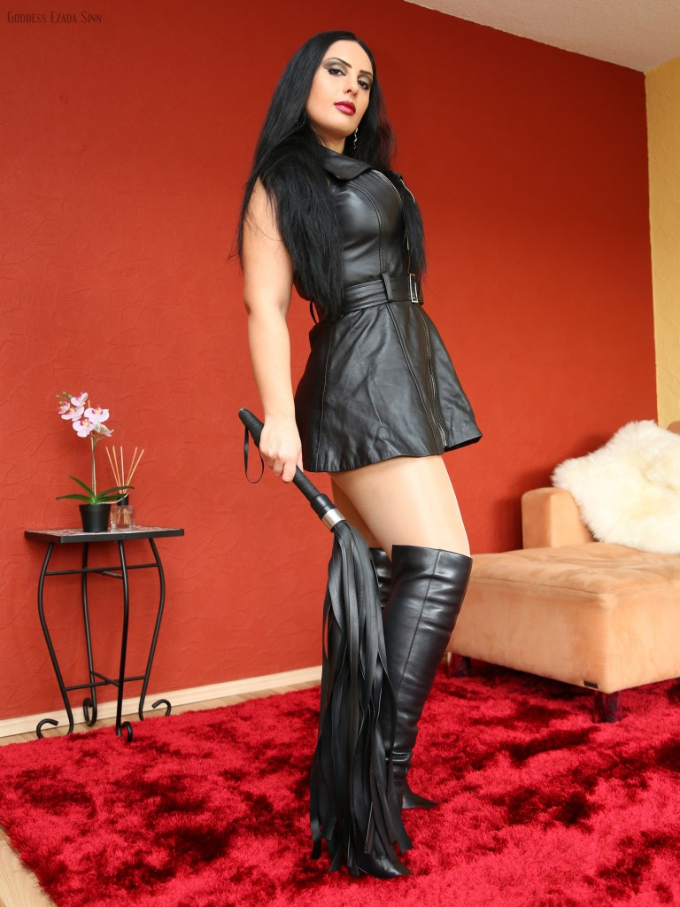 Leather dress rubber flogger Ezada Sinn