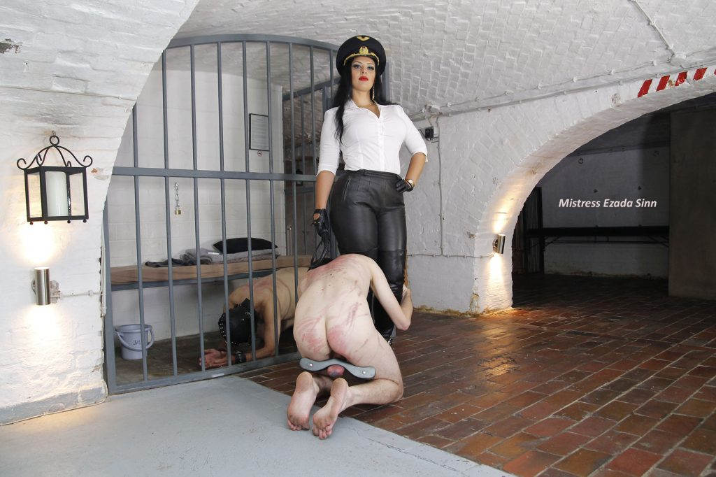 Mistress Ezada Sinn imprisonment Berlin whipping