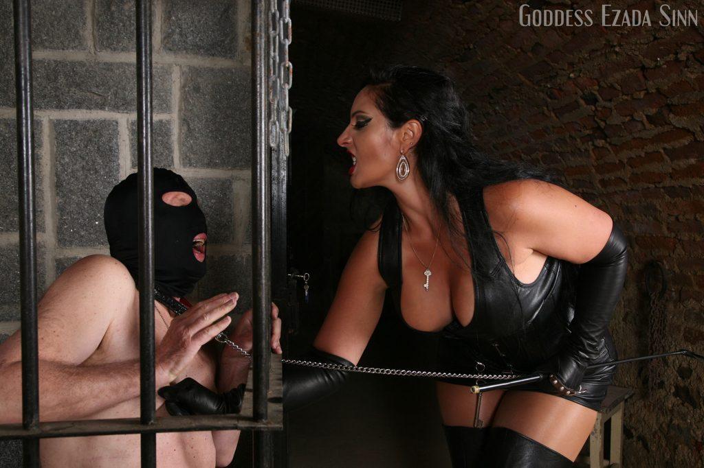 nipples-torture-ezada-sinn-prisoner