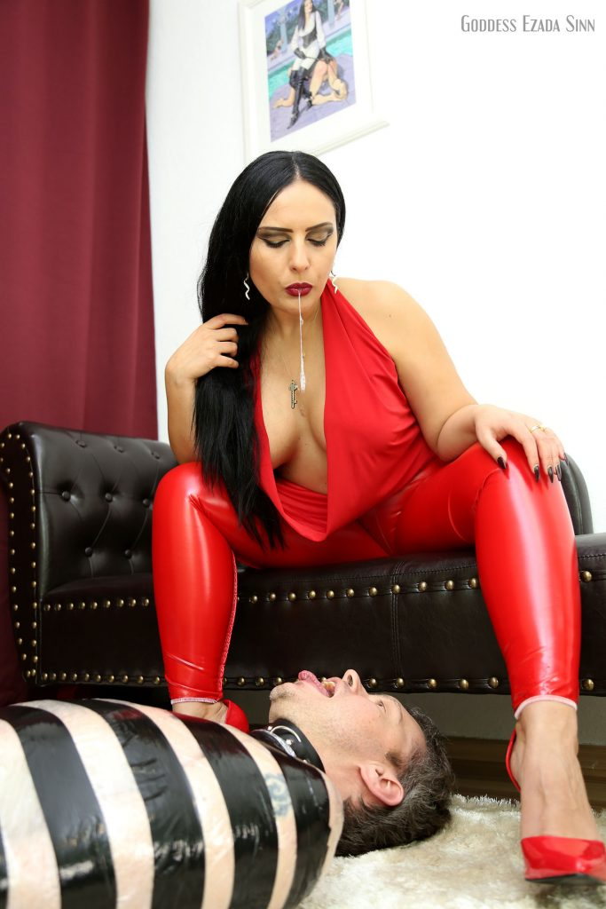 spitting-ezada-sinn-domina-kiss