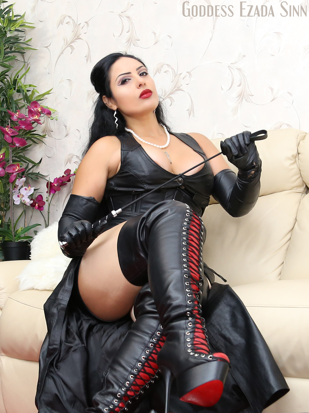 Mistress t leather opera gloves