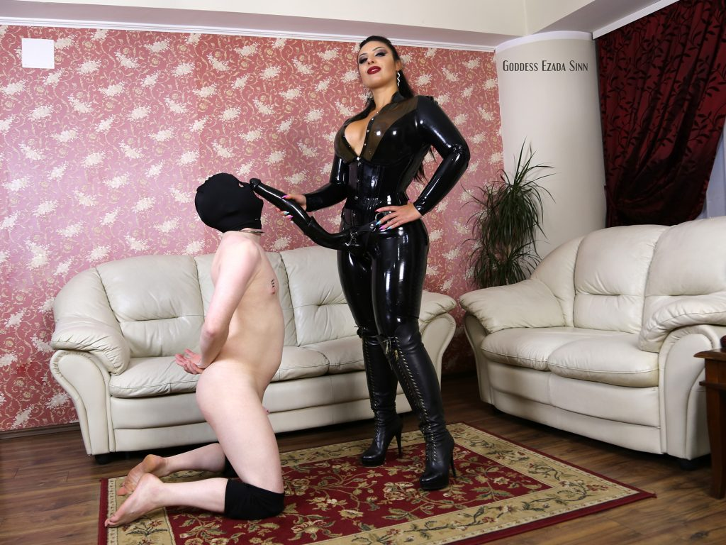 huge-strapon-ezada-sinn-latex-4