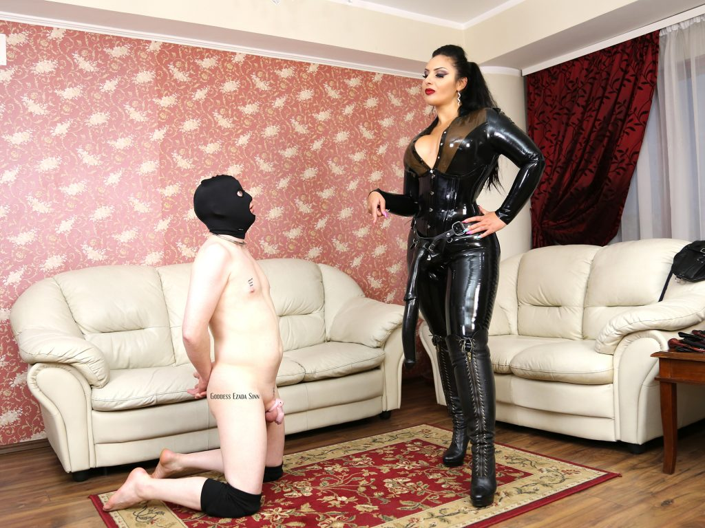 huge-strapon-ezada-sinn-latex-5