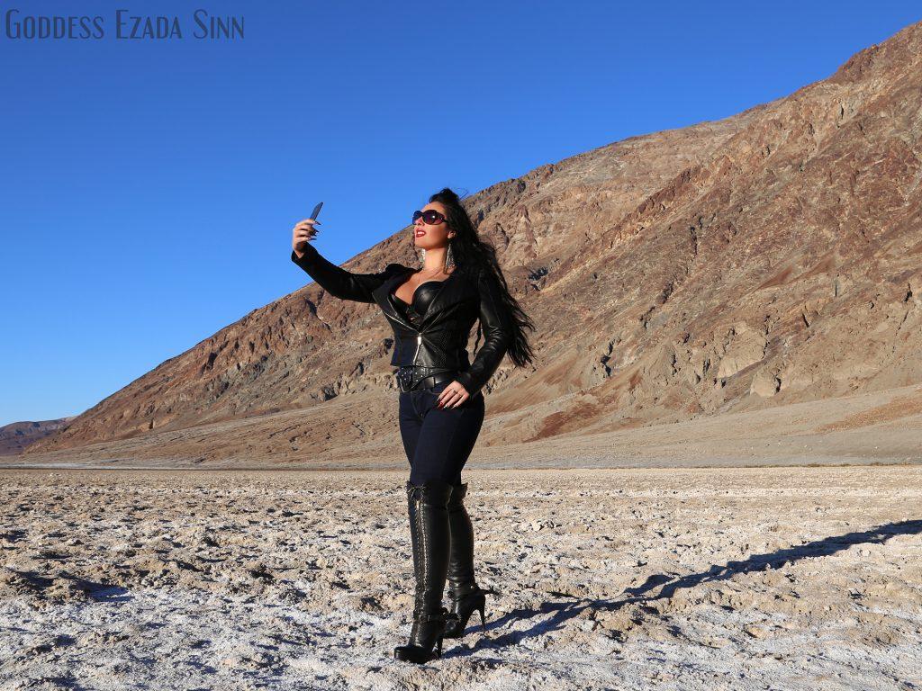 Selfie Ezada Sinn death valley leather jeans