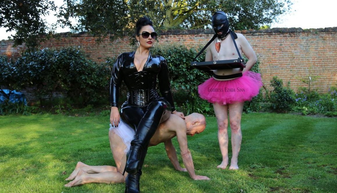 latex outdoor female supremacy